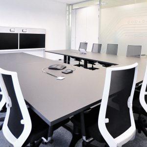 Sala-juntas-sillas-eben-respaldo-blanco